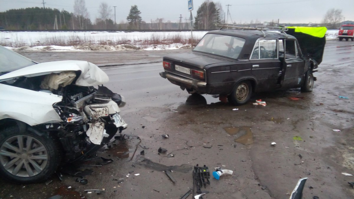 В Котласском районе при столкновении автомобилей пострадали два водителя