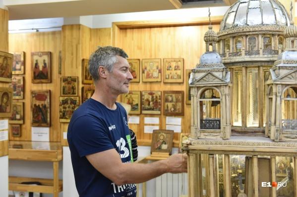 Евгений Ройзман уже 40 лет собирает и реставрирует старинные иконы