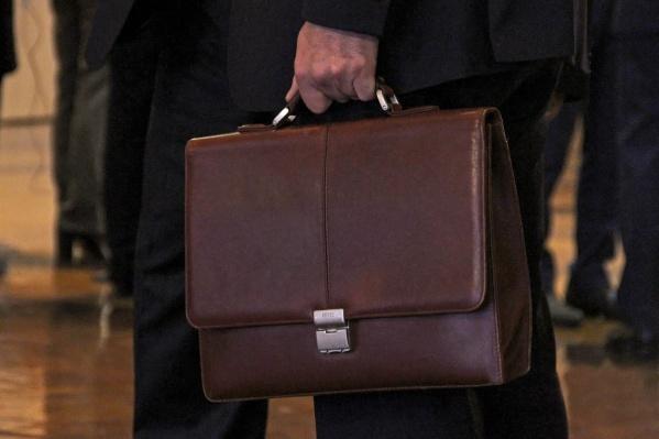 Зарплаты федеральных чиновников проиндексируют на 4%