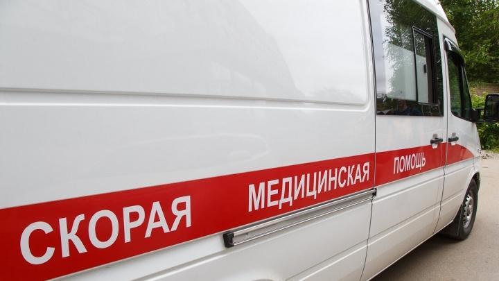 Вылетел на красный свет: в Волгограде водитель снес на переходе женщину с пятилетней дочкой