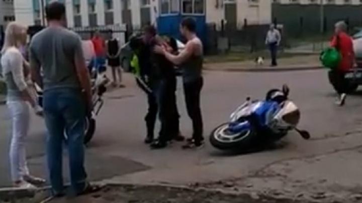 Патрульные на BMW в центре Екатеринбурга устроили погоню за байкером, у которого не было прав
