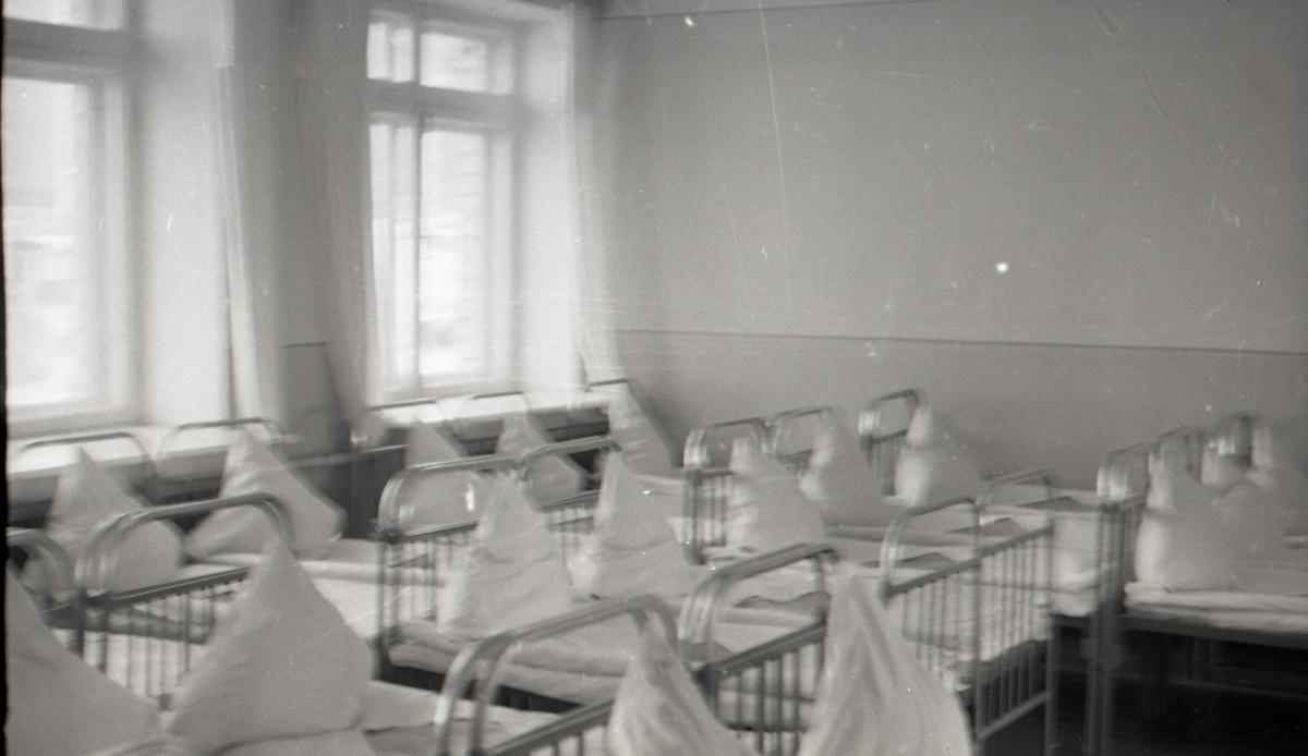 Спальни в советских садиках мало отличались от больничных палат