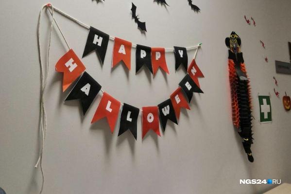 Праздничный антураж в офисе NGS24