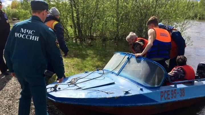 В Ивделе на реке перевернулись две лодки с отдыхающими: один из пассажиров погиб