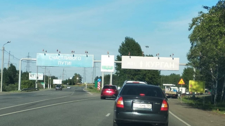 «Пробка стоит от города»: на выезде из Челябинска образовались огромные заторы из-за дорожных работ