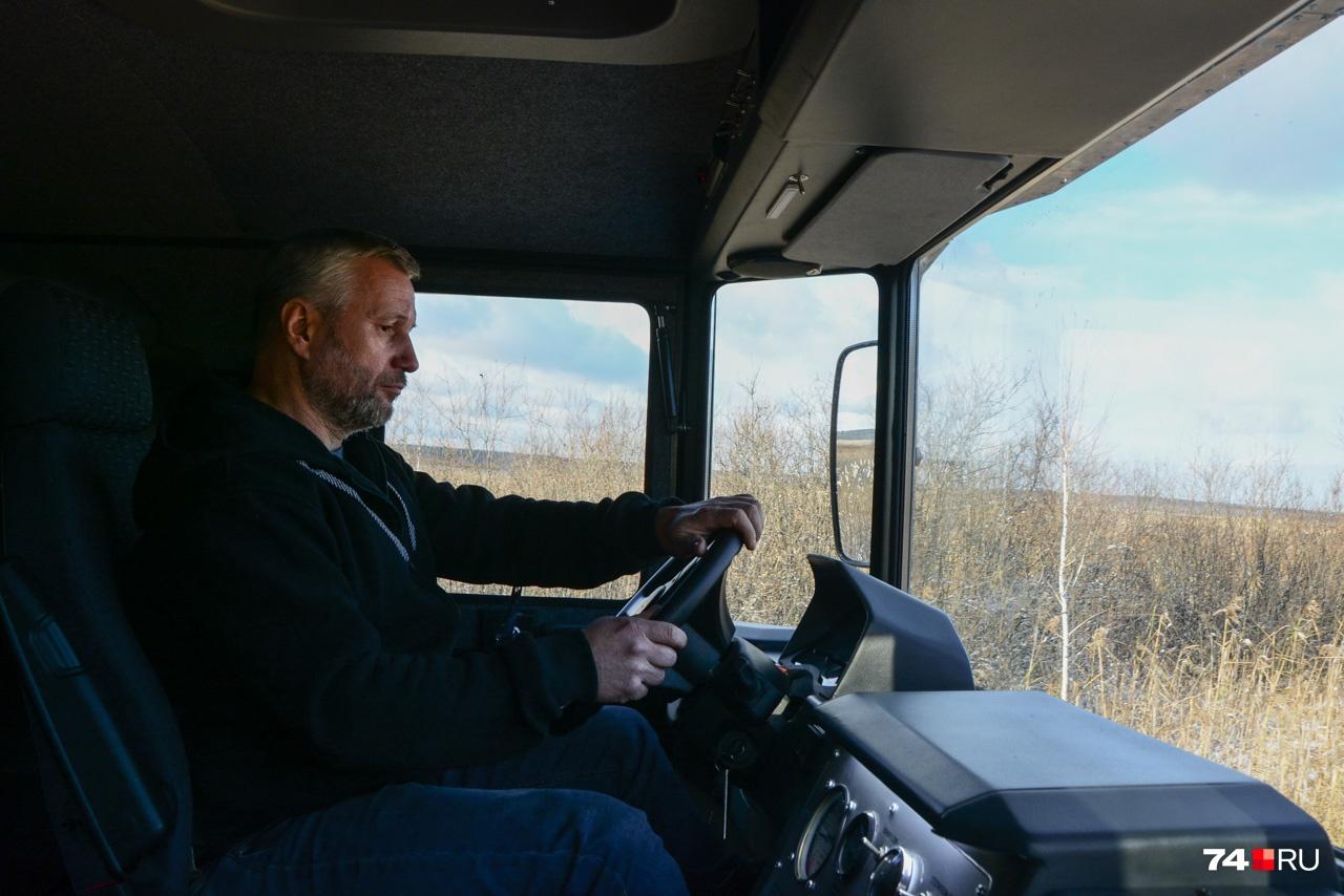 Водительское место — примерно как у грузовой машины, и управление похоже