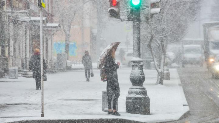 Екатеринбург в апрельских сугробах: гуляем по заваленному снегом городу