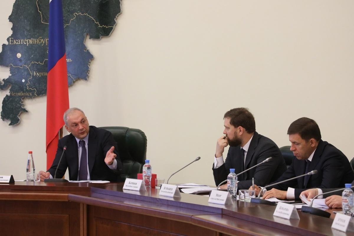 Совещание провел замглавы администрации президента Магомедсалам Магомедов, он на фото слева