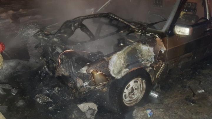В Уфе за ночь сгорело два автомобиля