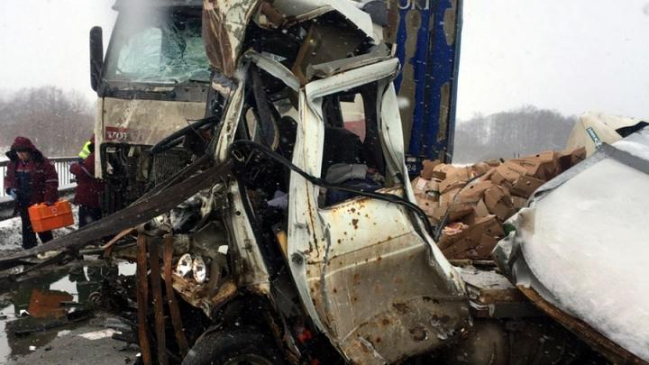 «Грузовики выехали на встречную»: в Прикамье на одной трассе произошли две аварии с фурами