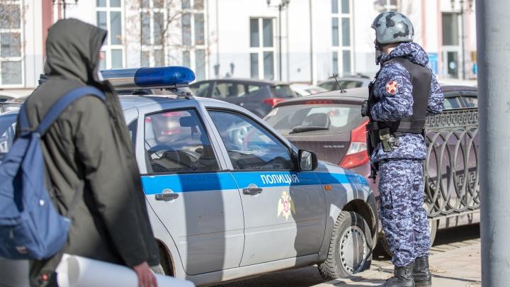 На Северном у ростовчанина похитили 12 миллионов рублей, угрожая убийством