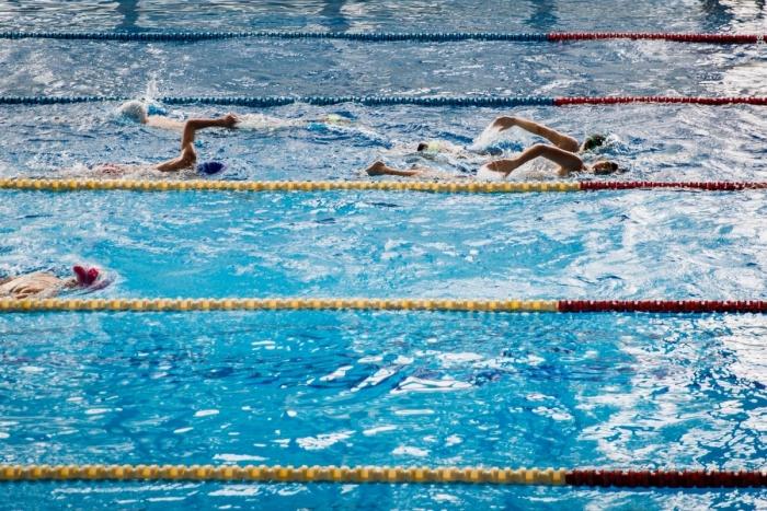 18 часов в неделю в бассейне будут бесплатно заниматься детские школы, в остальное время плавание будет платным