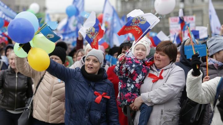 Странные лозунги, непонятные «пенсионеры» и 50 граммов для согрева: как Челябинск отметил Первомай