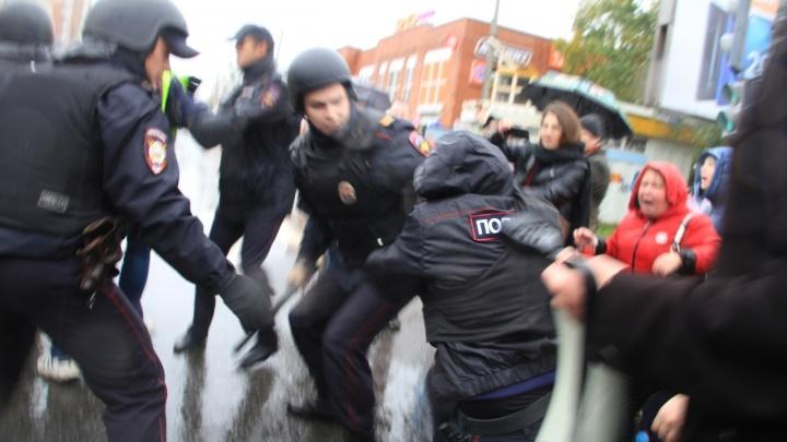 «Между полицейскими и мусорами»: архангельский митинг 22 сентября в репликах из толпы и со сцены