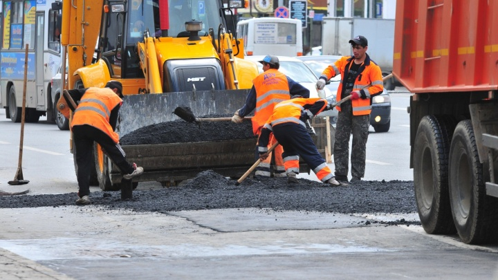 В Екатеринбурге из-за дождей затянулся ремонт Сибирского тракта