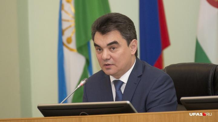 «Уфе нужно ещё 20 школ»: Ирек Ялалов рассказал, что поможет ликвидировать вторую смену