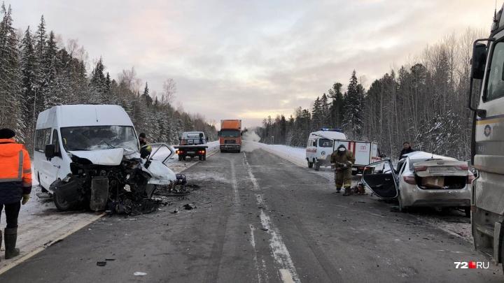 Авария с участием маршрутки на трассе Тюмень — Ханты-Мансийск: пять человек пострадали