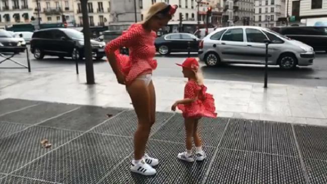 Ярославская актриса порадовала поклонников пикантным видео из Парижа