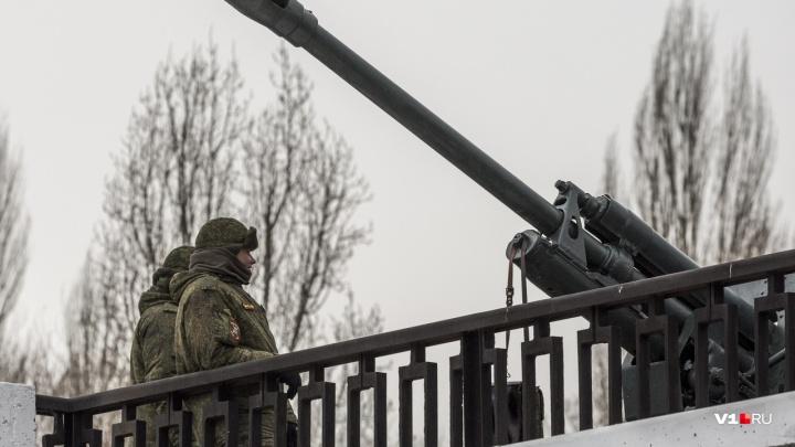 «Выстрел памяти» и фейерверк: 23 Февраля в Волгограде будут дважды стрелять из пушек