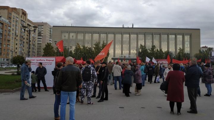 Пенсии на бочку: сотни сибиряков вышли на новый митинг против реформы