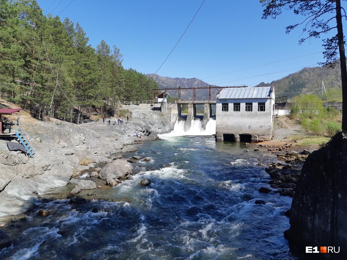 ГЭС не работает, на ее территории — развлекательный парк
