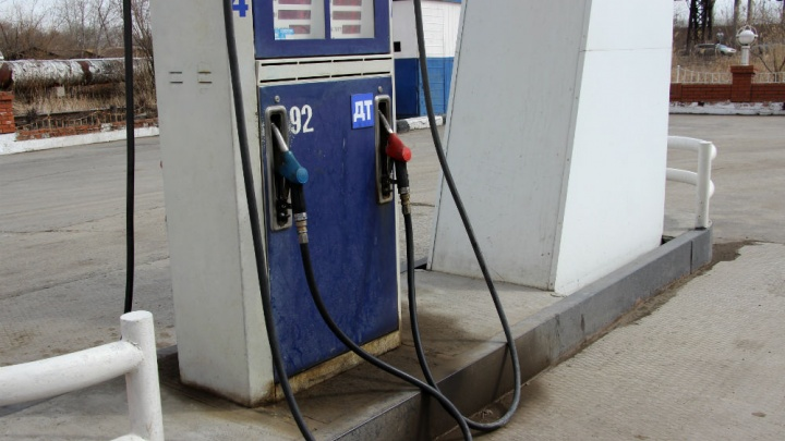 Сети омских АЗС подняли цены на одну из марок бензина