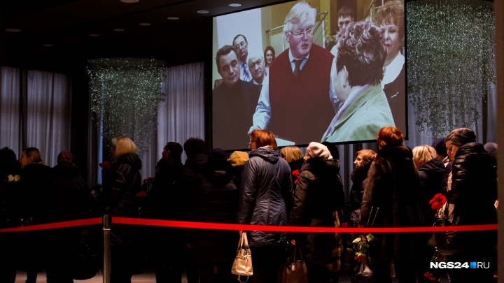 Тысячи красноярцев пришли в БКЗ проститься с погибшим Алексеем Клешко
