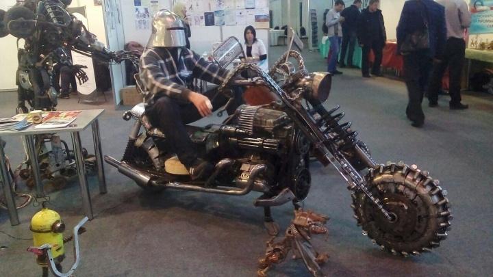 Красноярец из запчастей собрал мангал в виде мотоцикла «Безумного Макса» с черепом и пулемётом