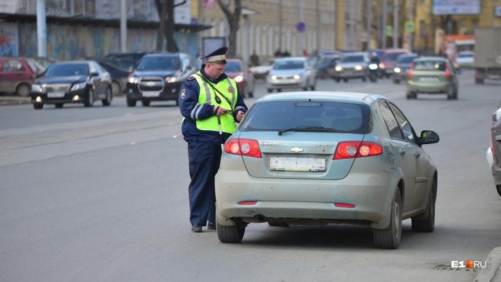 На Урале на 50-летнюю женщину завели уголовное дело за то, что она ударила полицейского по руке