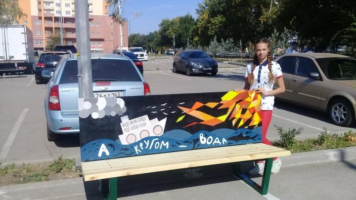 Подростки-художники увековечили стихи Маяковского на скамейках в Самаре