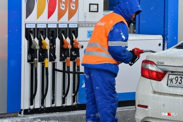 Три года назад бензин в Челябинске стоил в среднем на 10 рублей дешевле