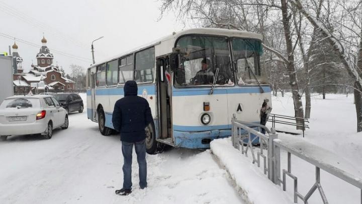 Ученик автошколы на автобусе сбил пешехода