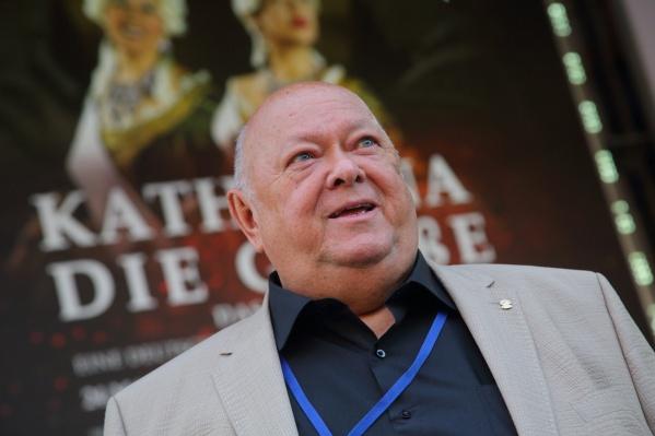 Михаил Сафронов руководил театром с 1999 года