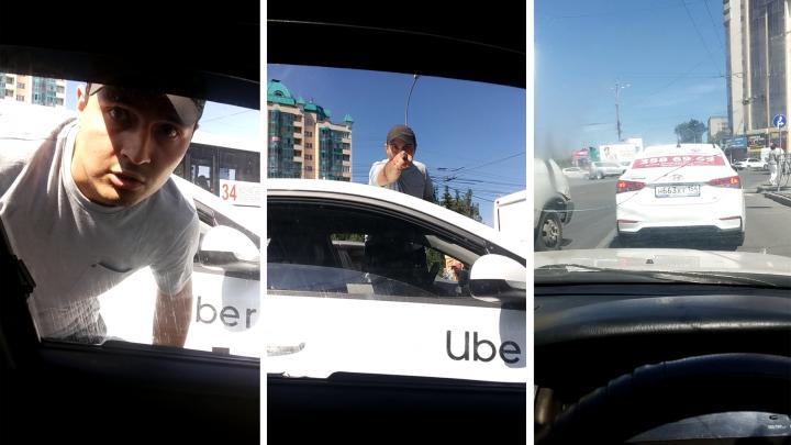 «Выскочил и начал ломиться ко мне в машину»: таксист Uber напал на водителя на парковке