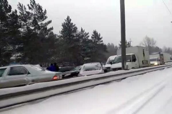 Авария заблокировала проезд по Бердскому шоссе возле Нижней Ельцовки