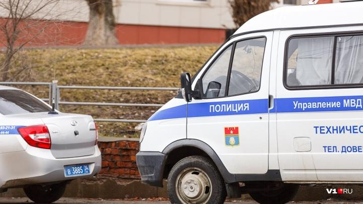 «Замахнулся на ребёнка ножом»: в Волгограде пьяный хулиган напал на мать с подростком