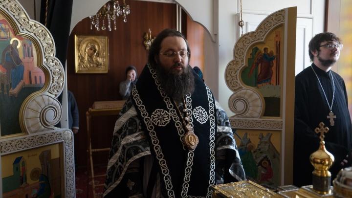 «Орал, что порежет»: на Южном Урале пенсионерка заявила об избиении в церкви братом епископа