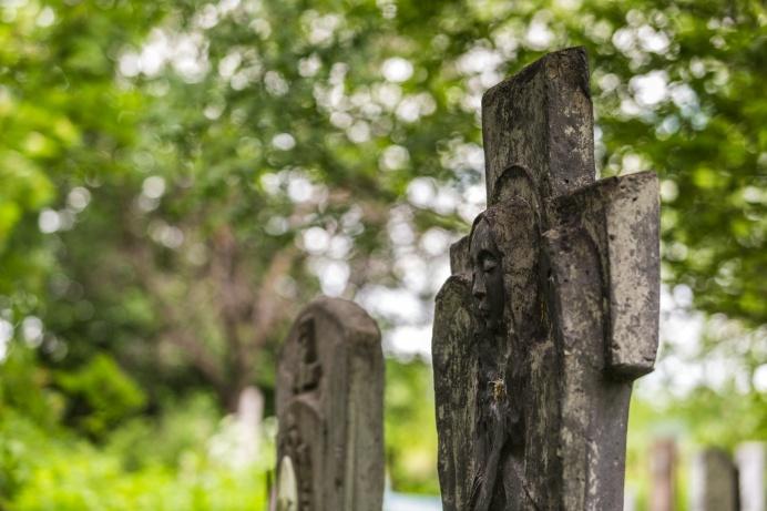 Соседи кладбищ уверяют, что они не суеверные, но добавляют: всё-таки живым там не по себе