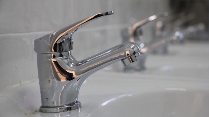 В Архангельске без горячей воды остаются 64 многоквартирных дома