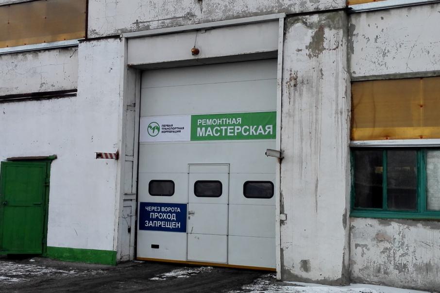 Накануне Нового года бывший арендатор «Первая транспортная корпорация» вывезла подъёмники и станки на семи КАМАЗах