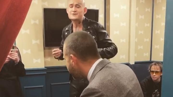 Моргенштерн пришел на шоу к Ивану Урганту и спел кавер на песню Цоя — есть видео