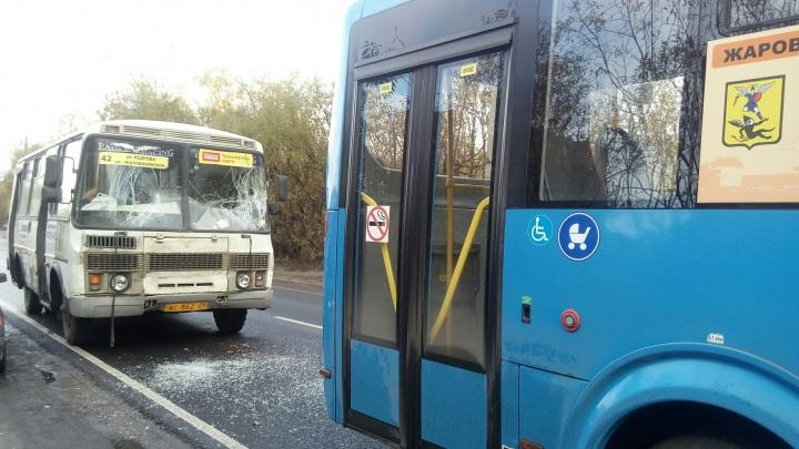 «Он вообще не тормозил»: два автобуса утром столкнулись на Ленинградском проспекте