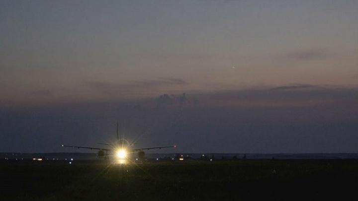 «Потерял сознание»: в Челябинске экстренно посадили самолёт из-за плохого самочувствия пассажира