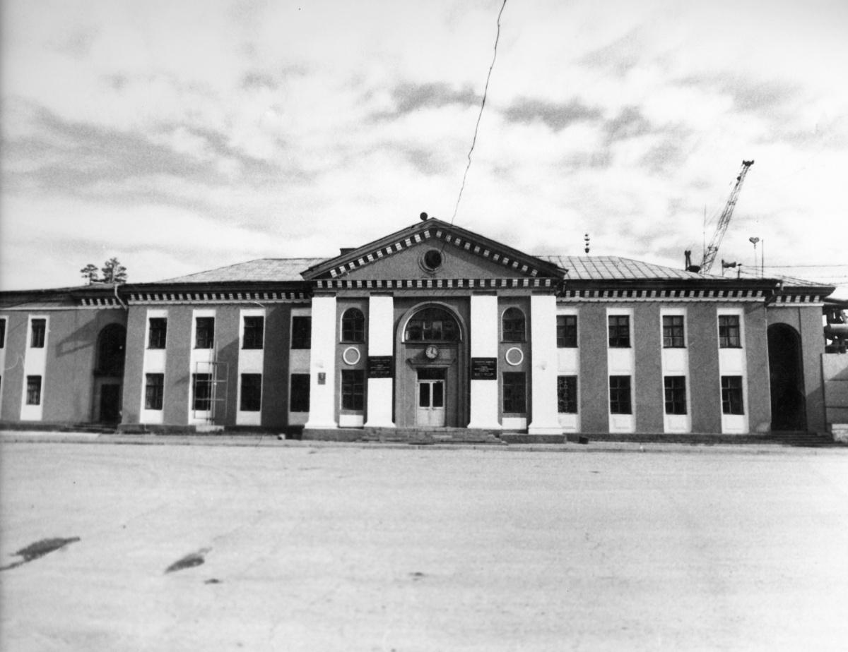 Первое здание заводоуправления — символ завода ЖБИ имени Ленинского комсомола