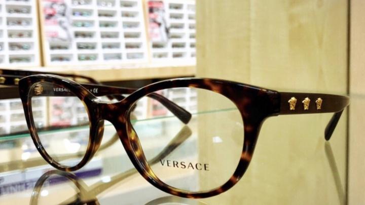 Новый взгляд на мир: оправы Versace продают со скидкой 20 %