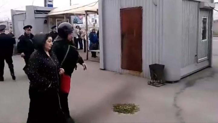 Задержанные у ИК-6 родственники заключенных провели в полиции три часа