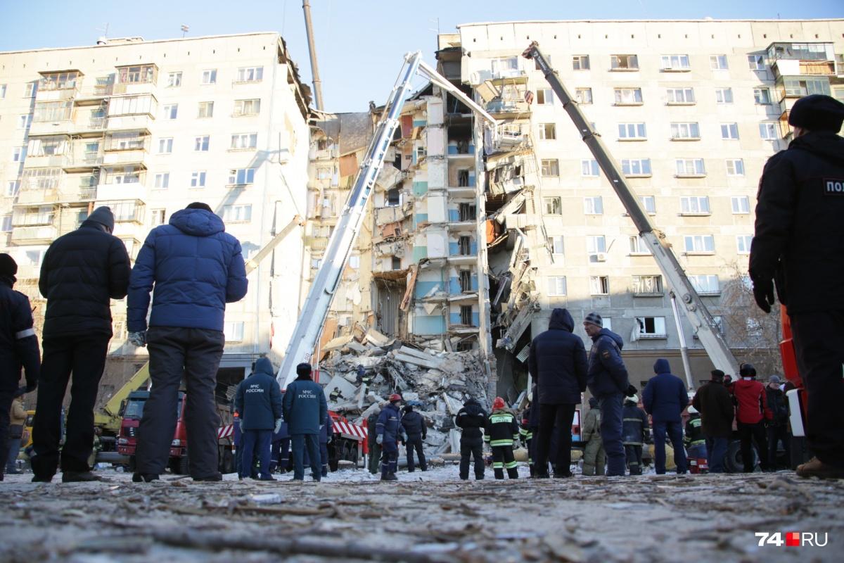 Взрыв прогремел в центре дома над аркой