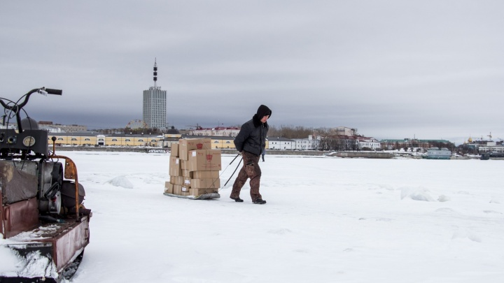 «Отламываются льдины»: закрыта пешеходная переправа из центра Архангельска на Кегостров