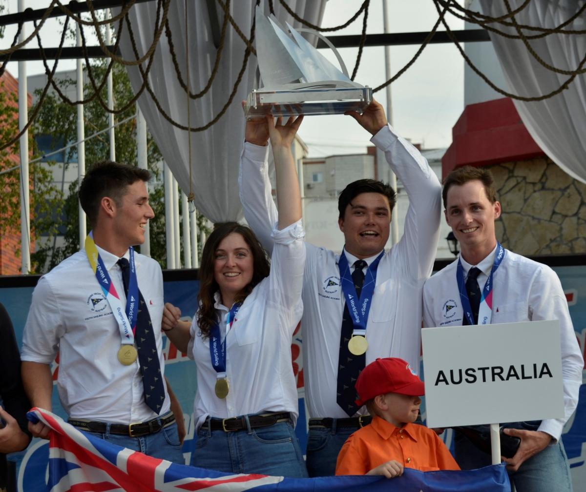 Австралийцы вырвались вперед в первый день соревнований