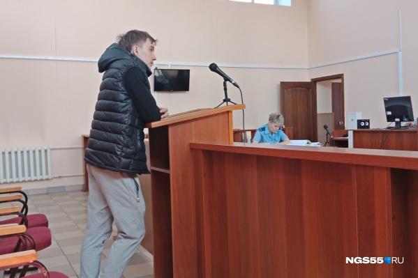 Свидетель Максим Краснопёров утверждает, что его на протяжении недели силой удерживали в частном доме